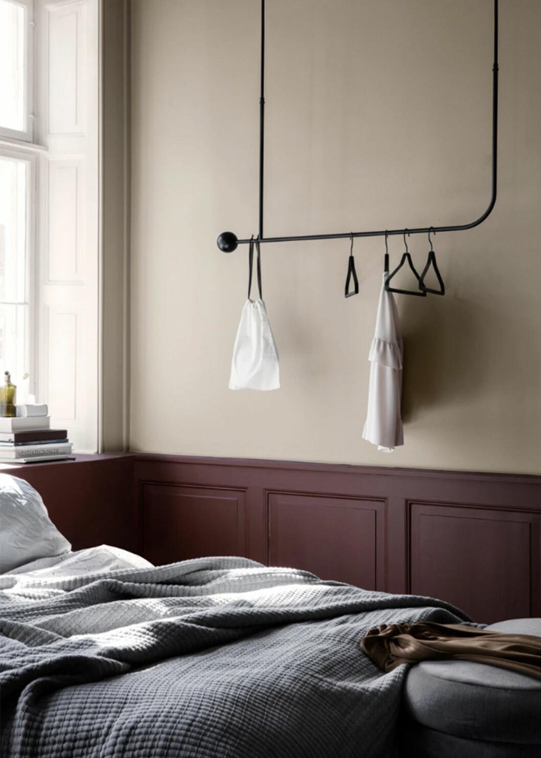 Compact living-klädförvaring i sovrummet