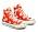 Mönstrade Converse med högt skaft i rött med vita blommor på. Sneakers från Converse.