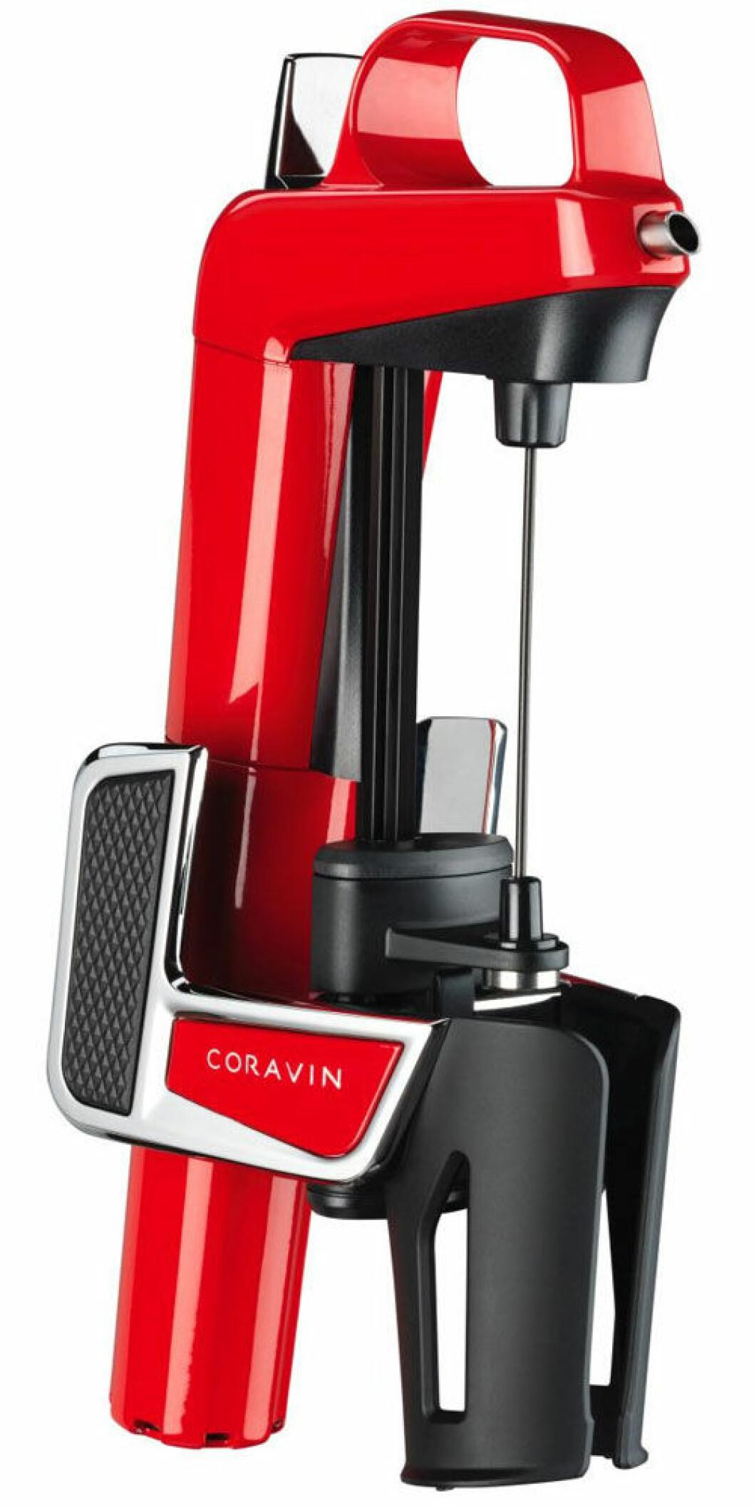 Coravin-systemet suger upp vin genom en nål och ersätter vinet som det suger upp med gas som skyddar vinet som är kvar i flaskan.