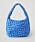 Klarblå handväska i quiltat, bubbligt tyg. Oversizad väska från Cos.