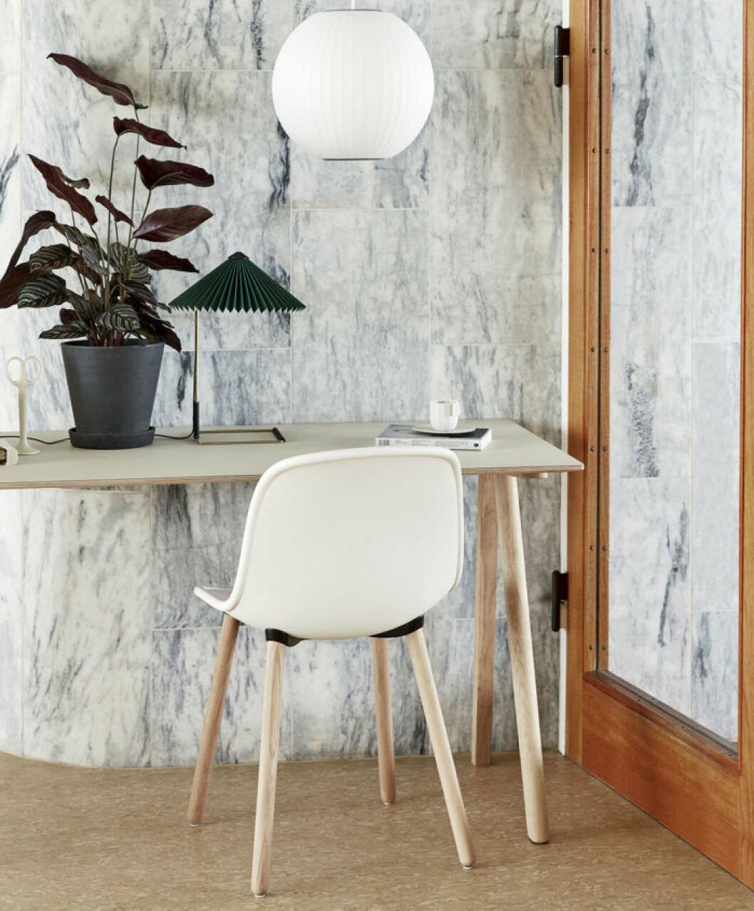 Skrivbordsstol och lampor från Hays nya kollektion