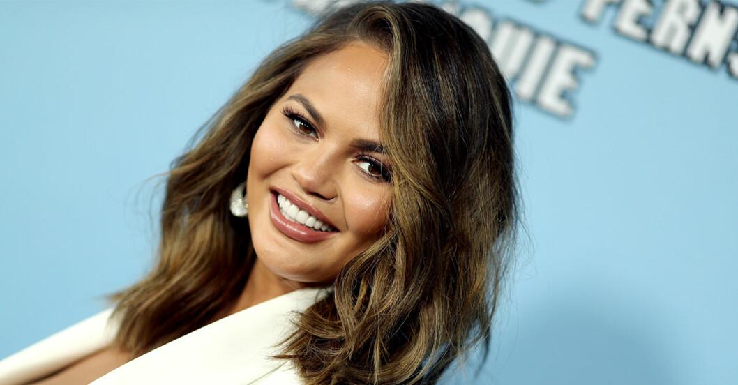 Modellen Chrissy Teigens nya frisyr.