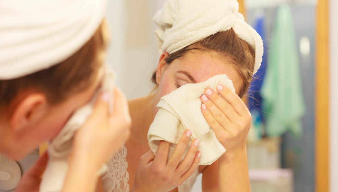 Därför ska du sluta torka dig ansiktet med din handduk