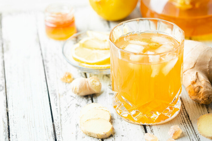 Oragne drink med is och ingefära