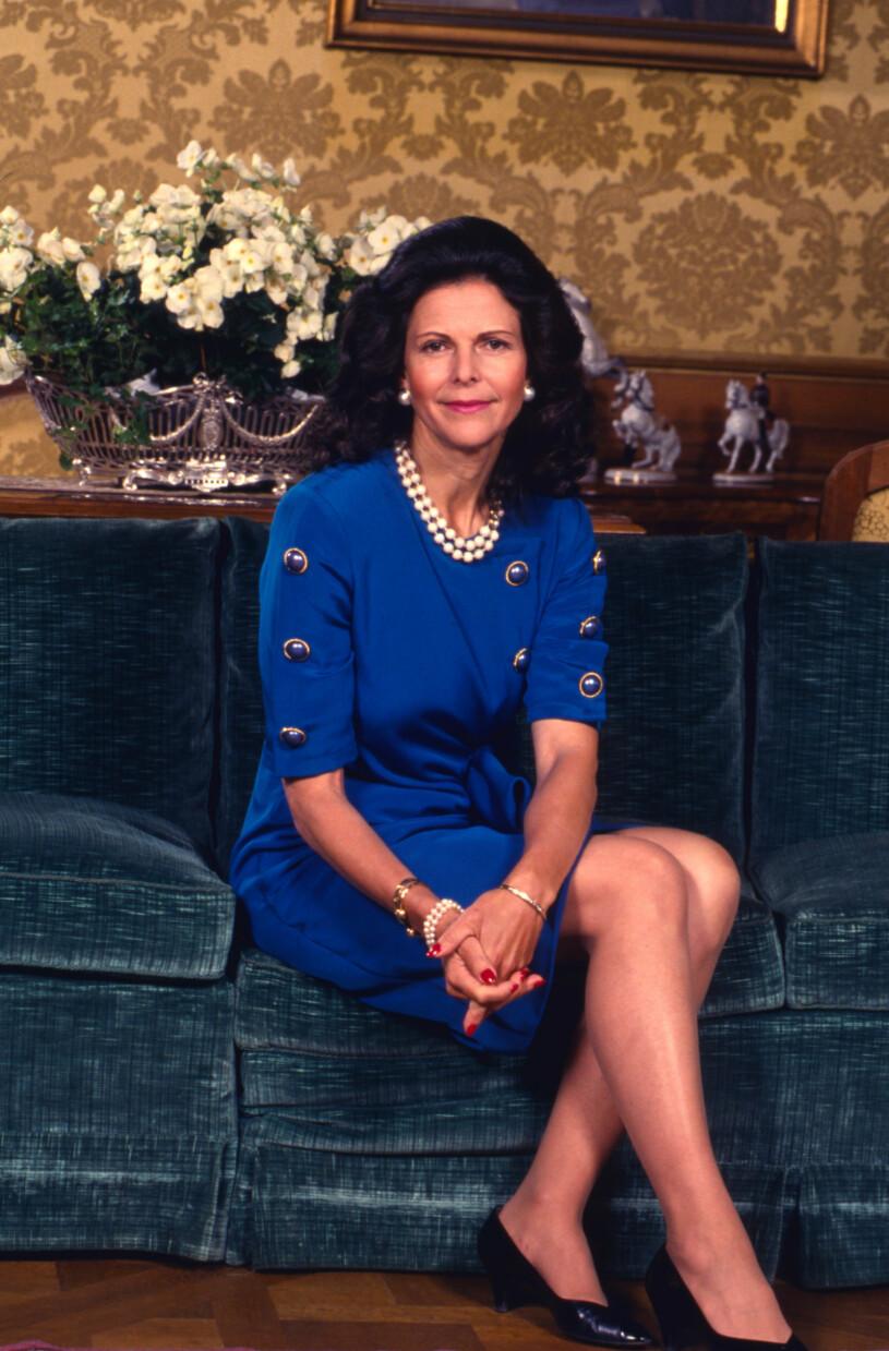 Drottning Silvia i blå klänning på slottet 1993