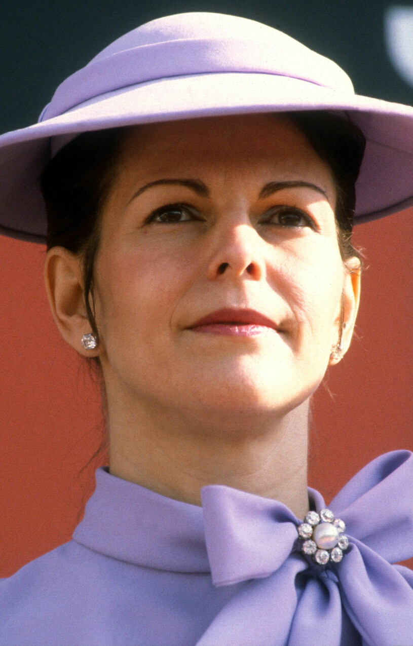Drottning Silvia i lila outfit 1982