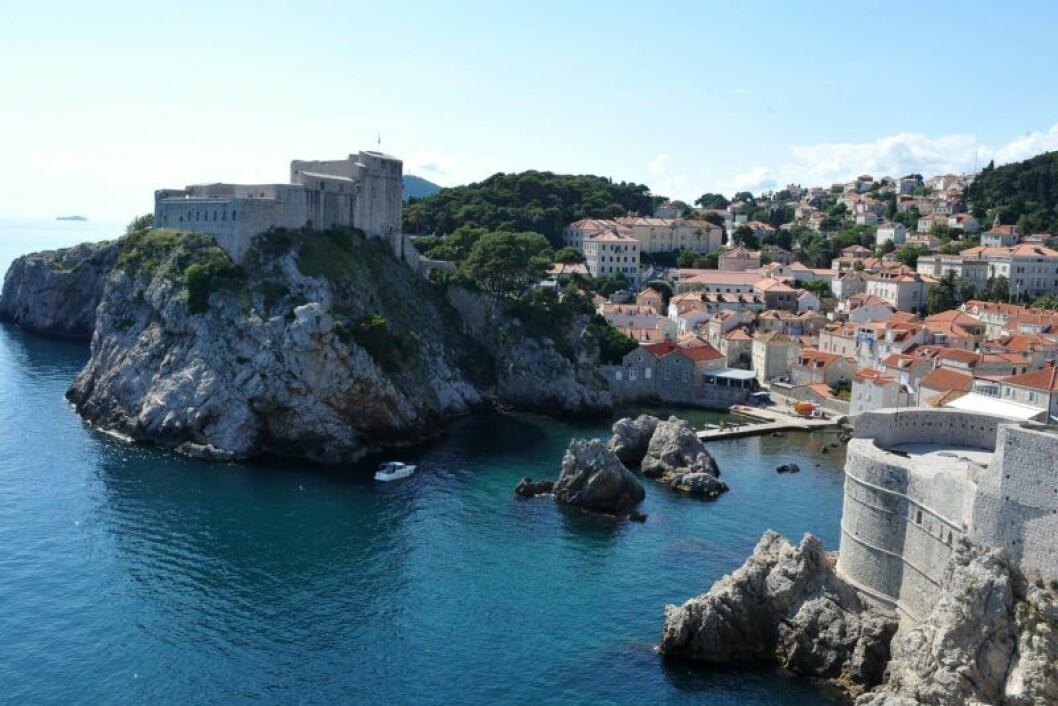 En bild på utsikten från staden Dubrovnik i Kroatien.