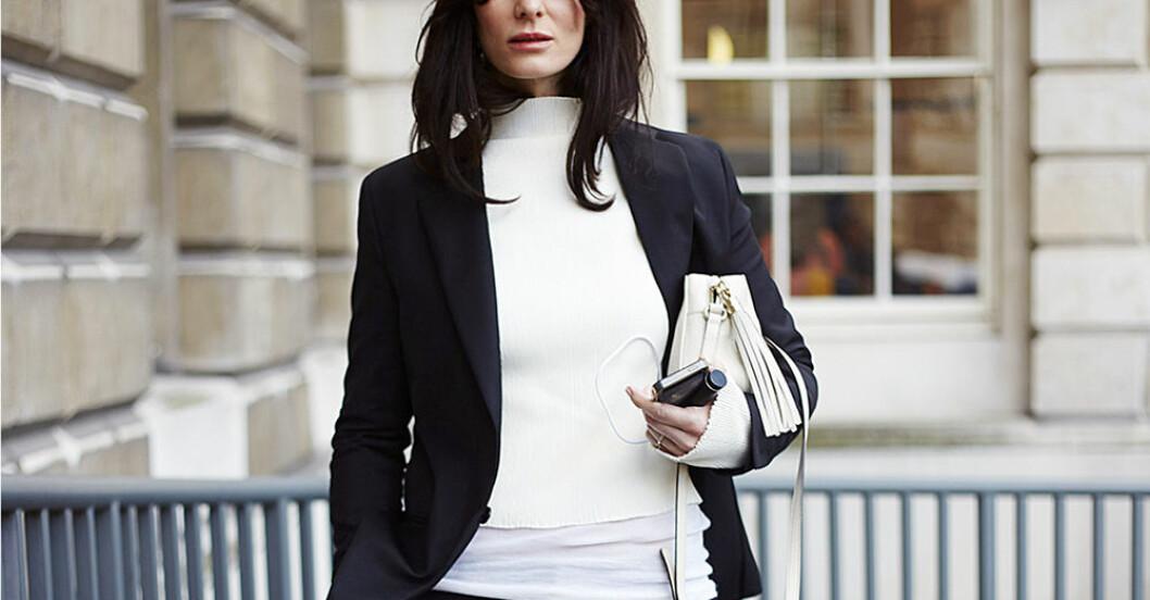 kvinna i kostym
