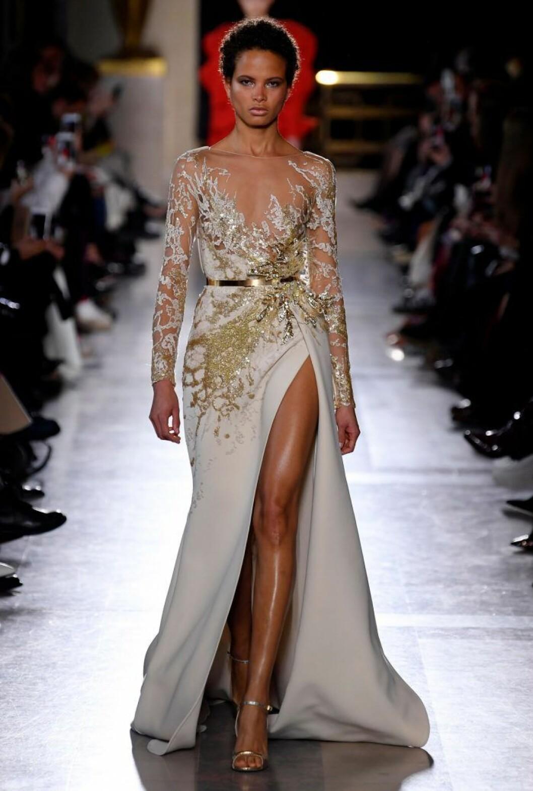 Drottningens Elie Saab-klänning - som den såg ut när den visades på catwalken.