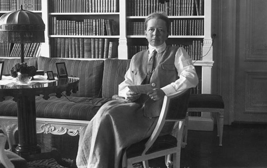 En bild på Elisabeth Tamm, en av Sveriges första kvinnliga riksdagsledamöter.