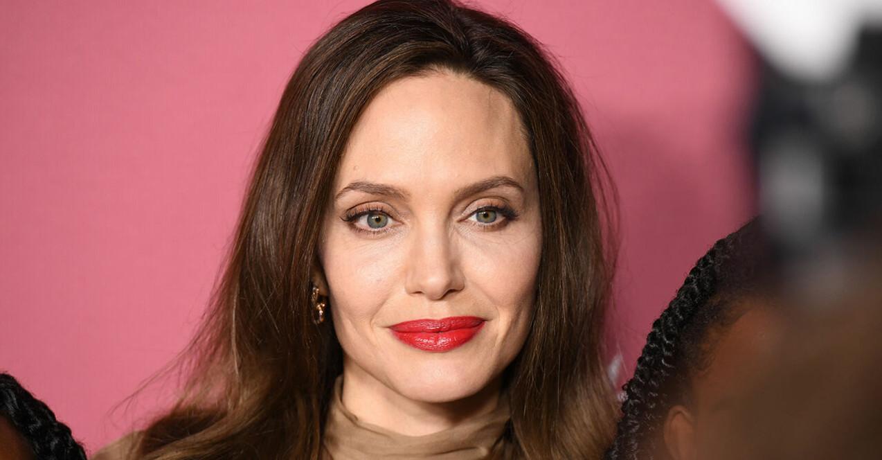 Angelina Jolie i brunt hår
