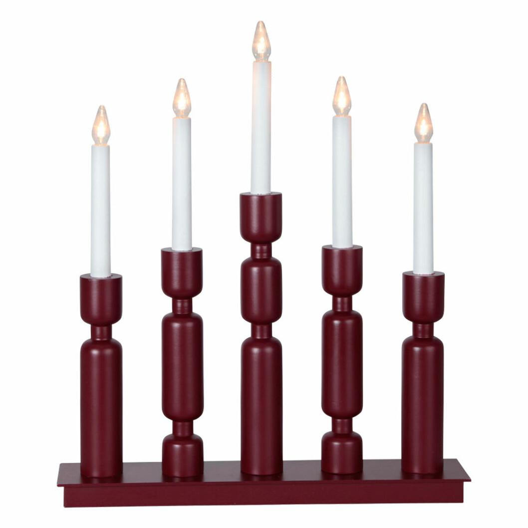 Röd klassisk elljusstake till advent och jul