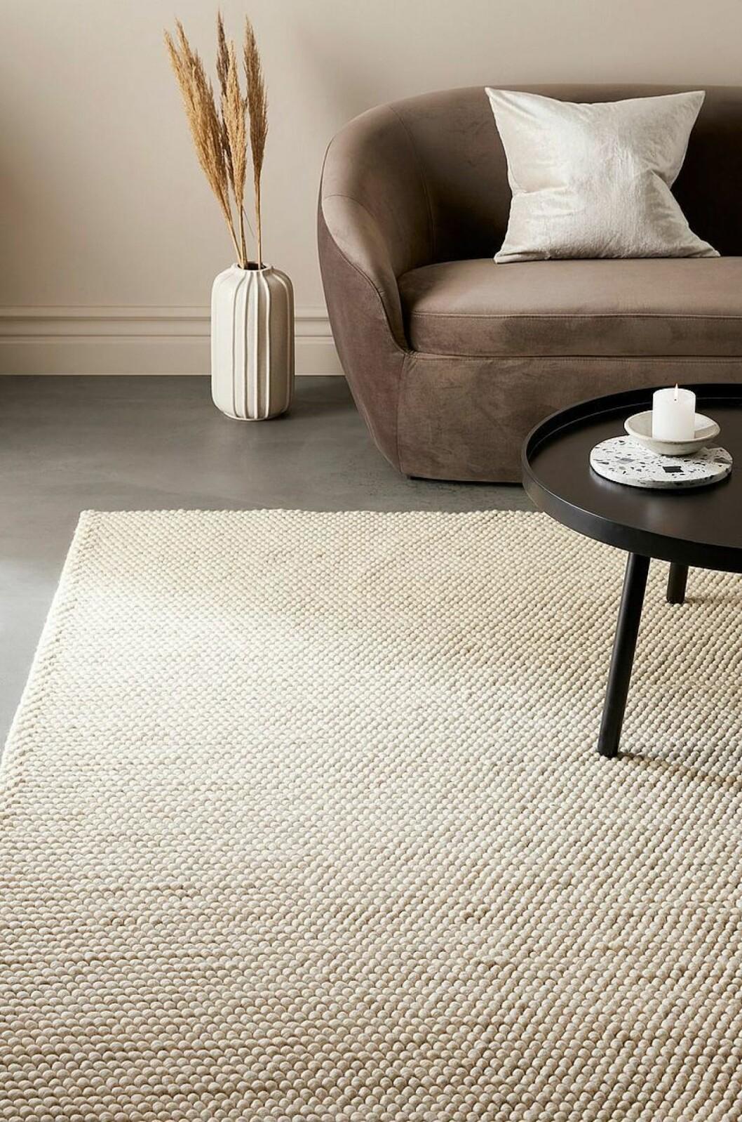 Stor matta till en soffa i sammet