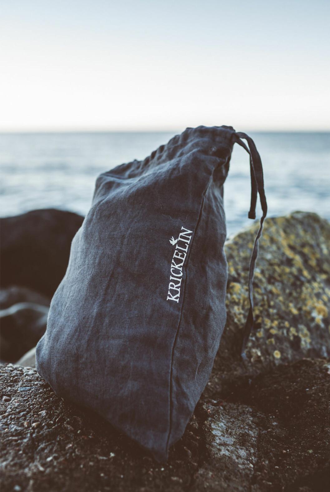 Krickelin har tagit fram en morgonrock och väska i linne för Ellos Home