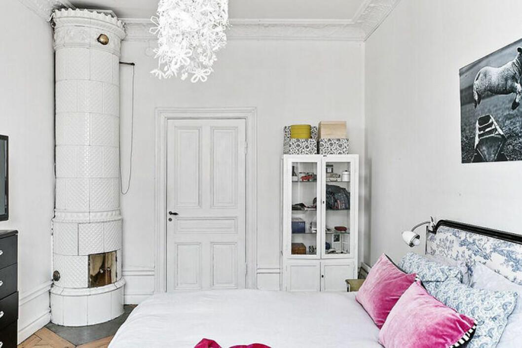 Kakelugn och stuckatur i Elsa Billgrens lägenhet