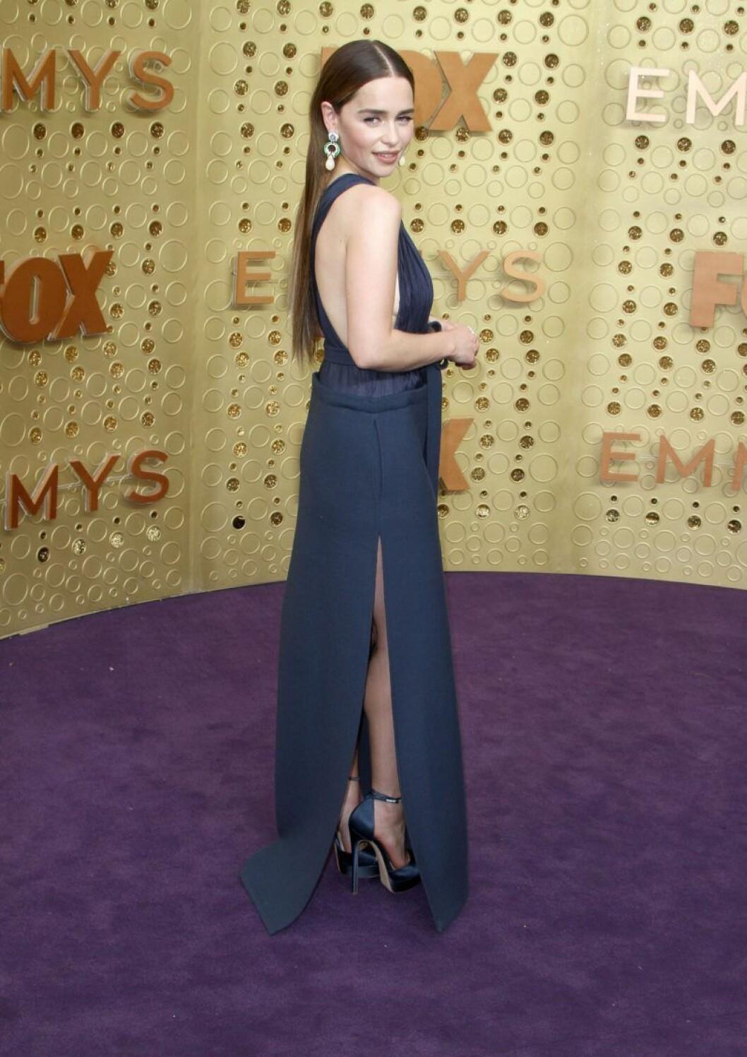 Emilia Clarke på röda mattan på Emmy Awards 2019