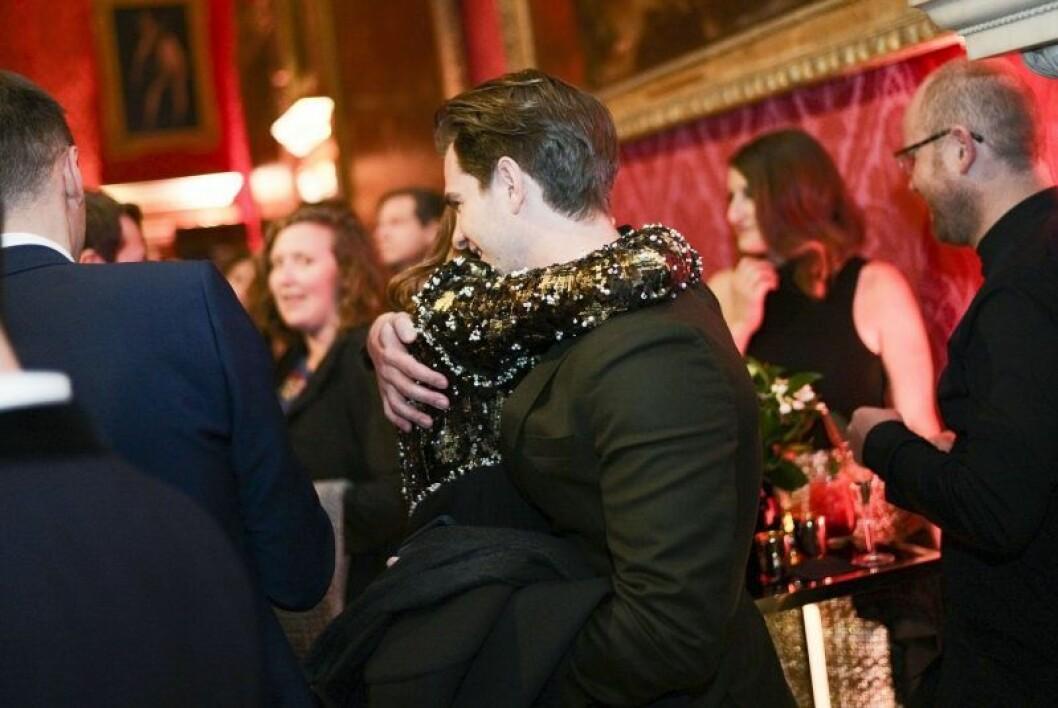 Emma Stone och Andrew Garfield kramas