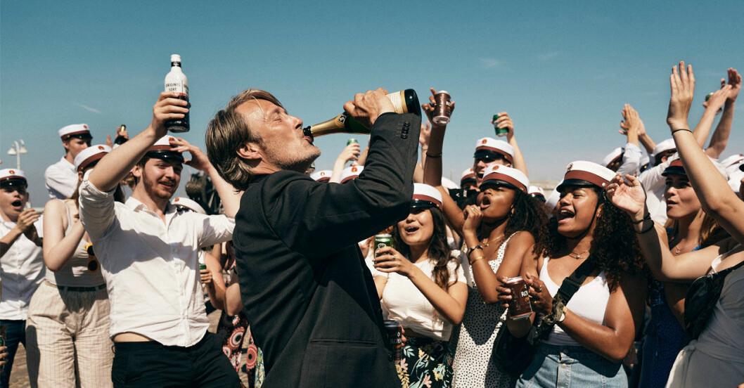 Mads Mikkelsen i Thomas Vinterbergs nya film <i>En runda till</i>.