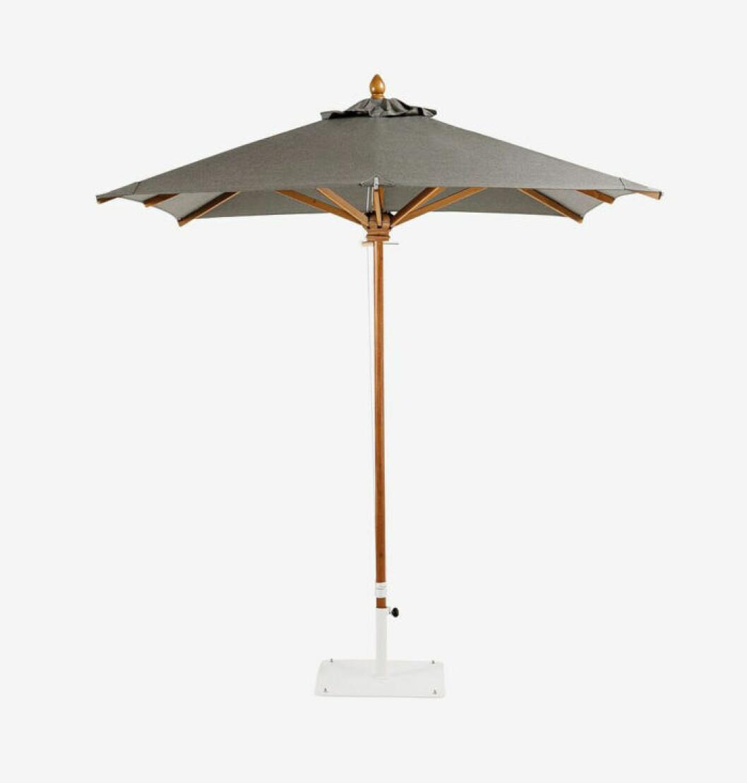 Trendigt parasoll i grått från Ethimo