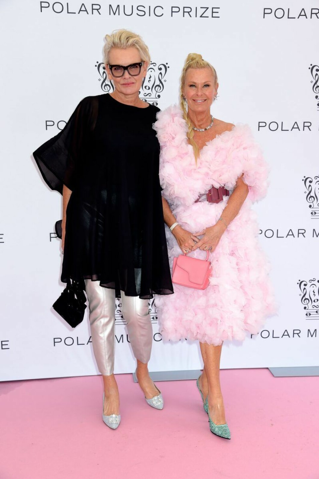 Eva Dahlgren och Efva Attling på rosa mattan på Polarpriset 2019