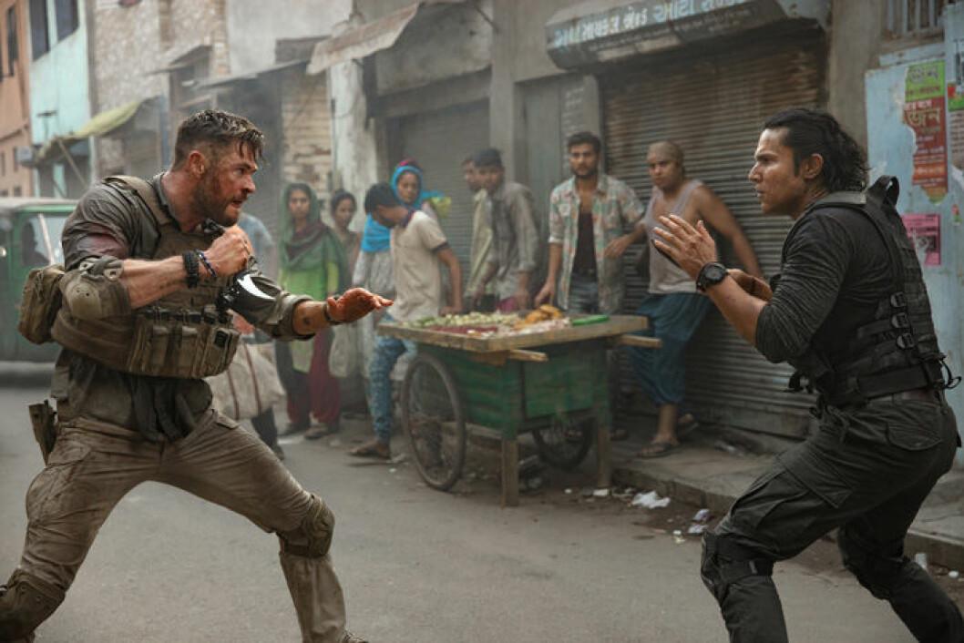 En bild på skådespelaren Chris Hemsworth i filmen Extraction.