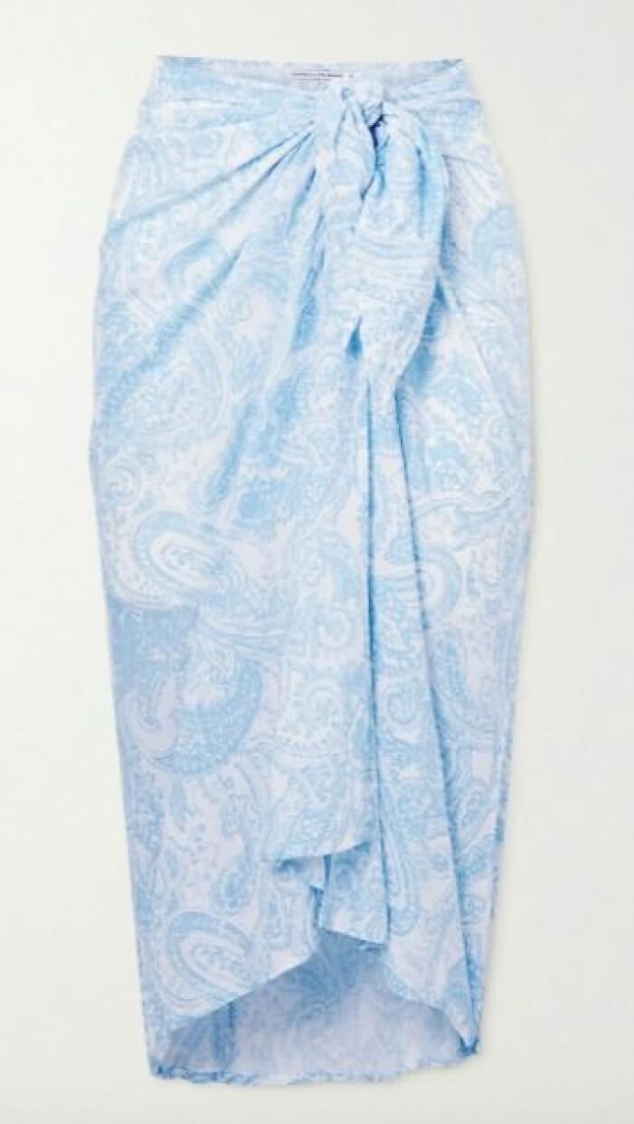 Ljusblå sarong i paisleymönster. Sarong från Faithful the brand.