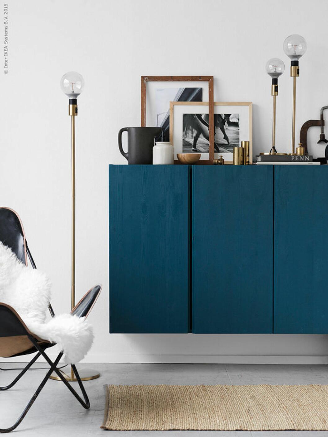 Ivar-skåp från Ikea målade i petroleum, en av 2019 års trendfärger