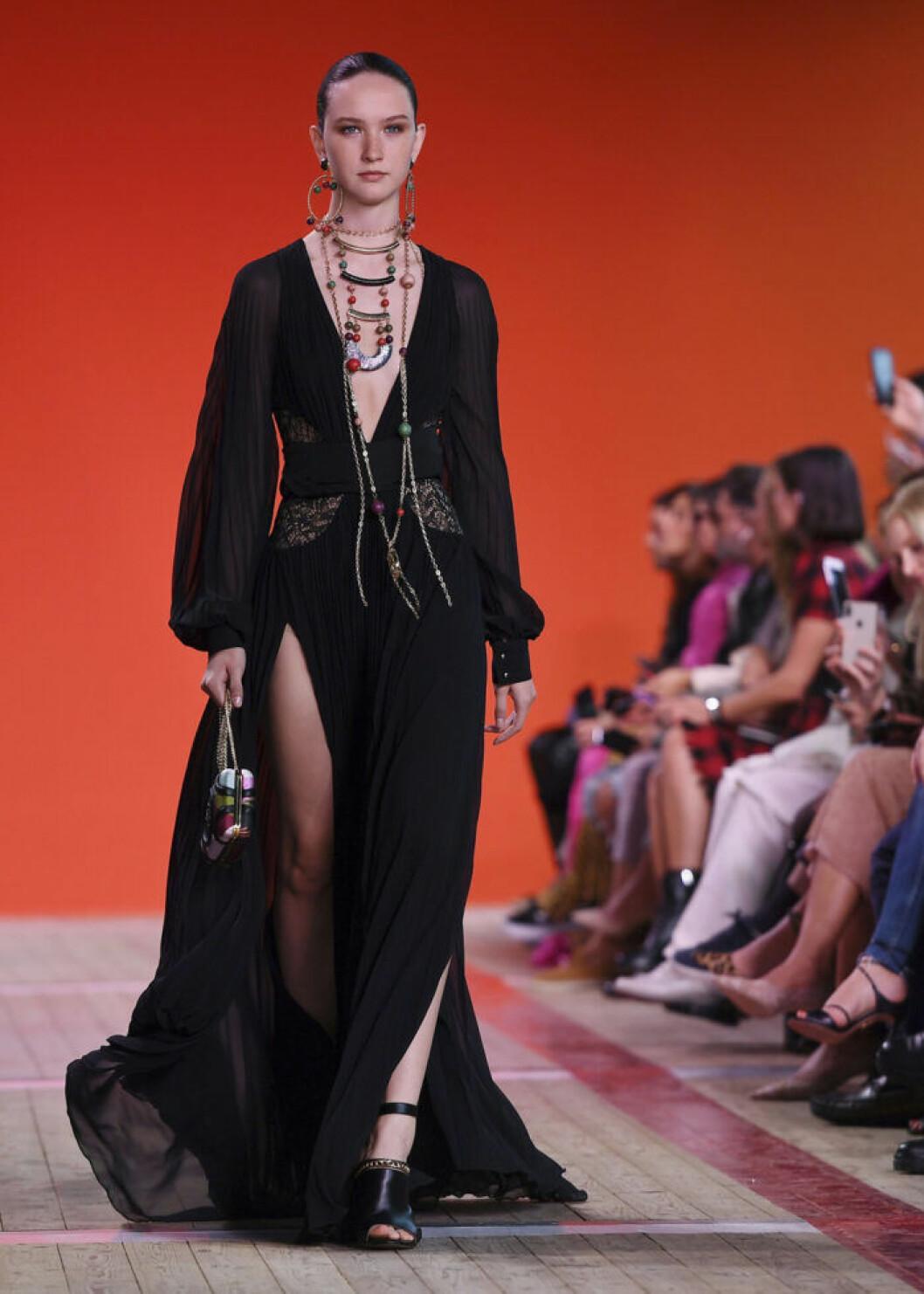 Trender våren 2020 svart bohemklänning Elie Saab