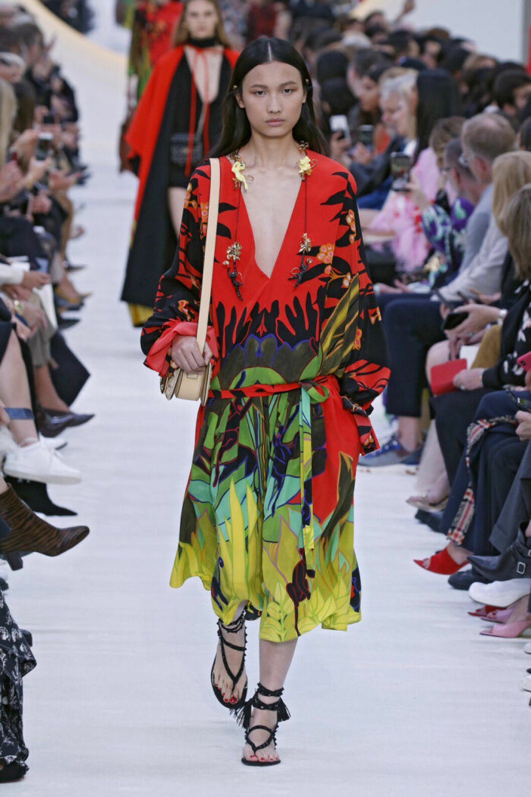 Trender våren 2020 Valentino tropiskt mönster
