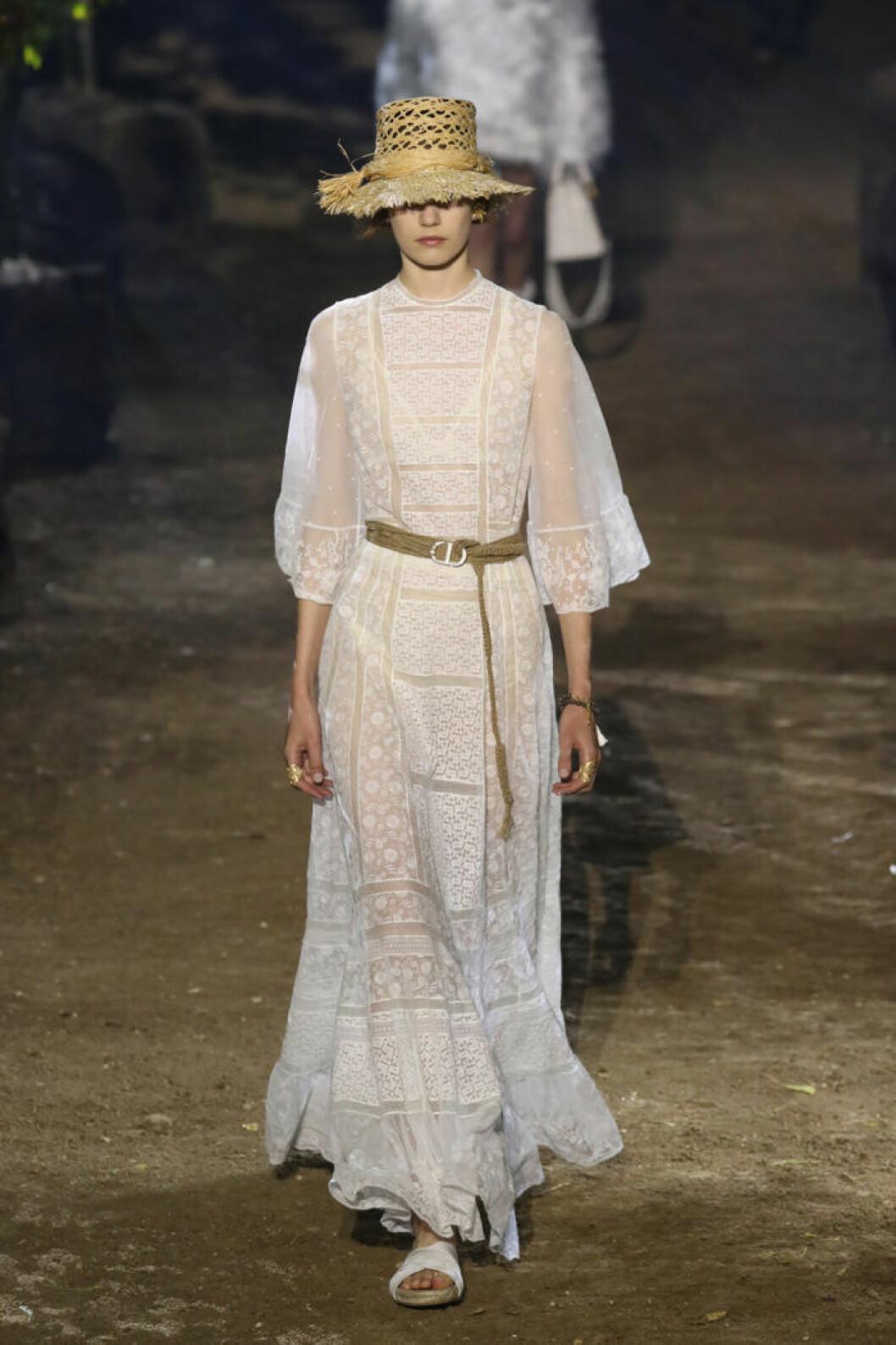 Trender våren 2020 Dior vit klänning