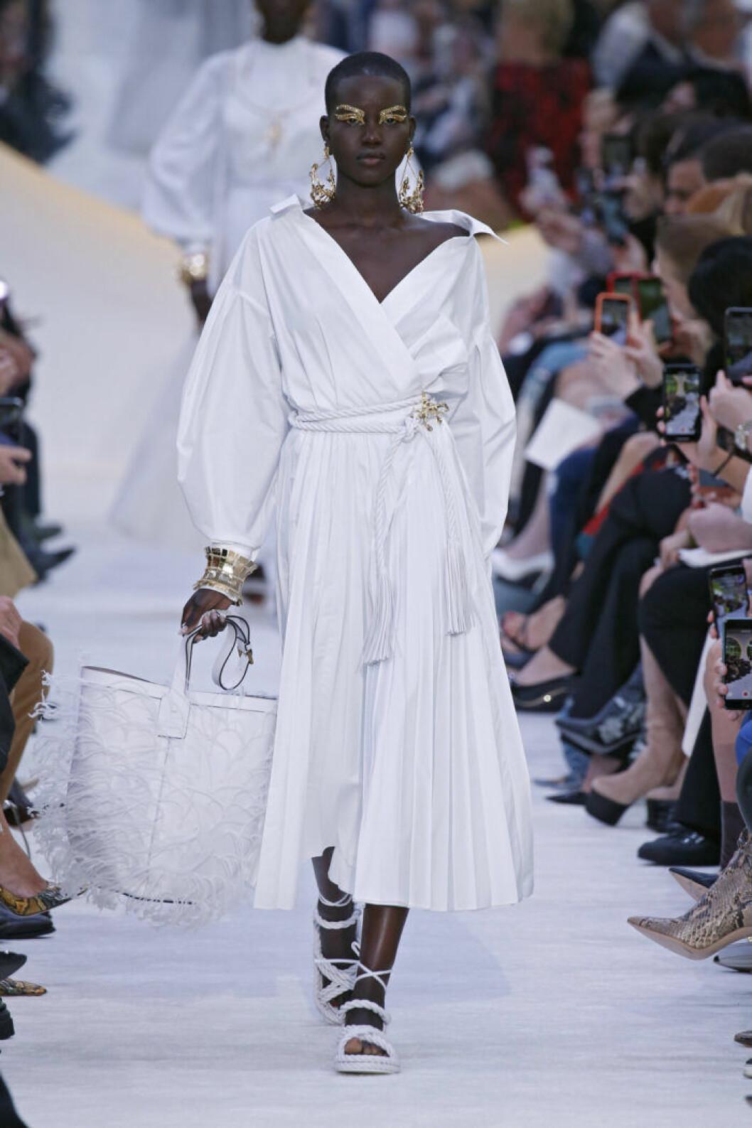 Trender våren 2020 Valentino vit klänning