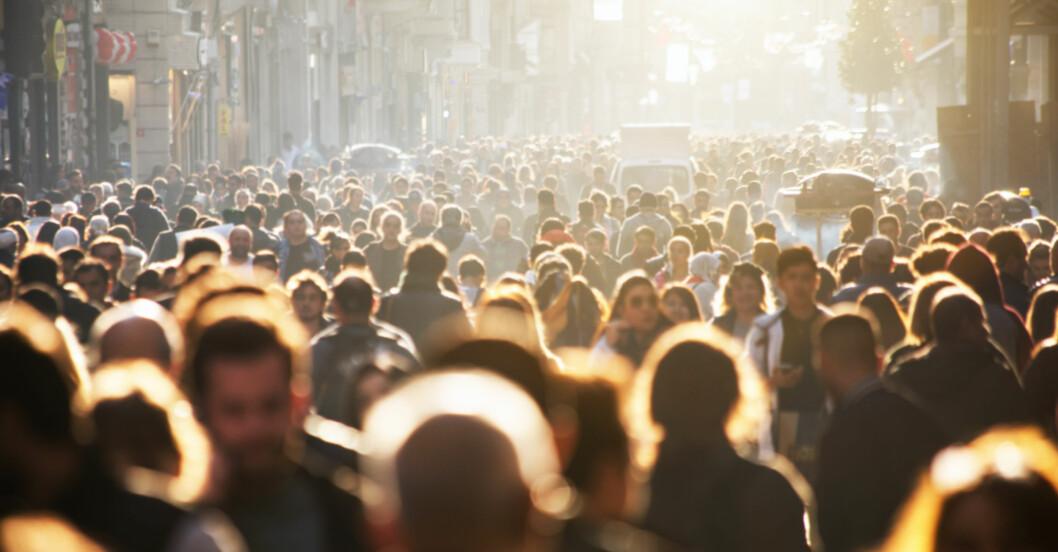 Folkmassa på gata