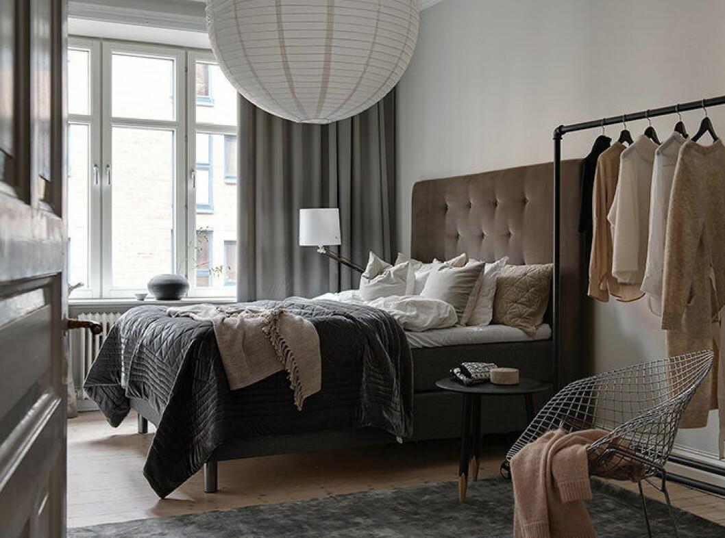 Variera textilierna efter säsong för att förnya hemmet utan att köpa nya inredningsdetaljer