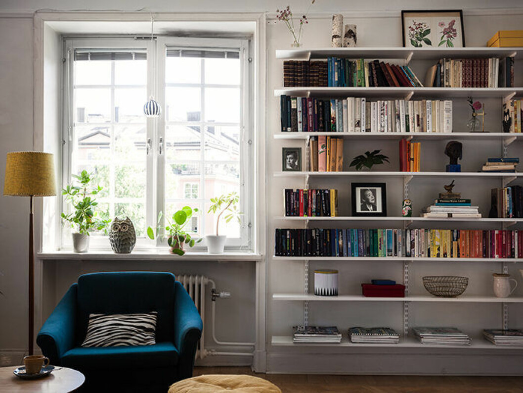 Ändra om i hyllan och på fönsterbrädet för att uppdatera hemmet – utan att köpa nytt