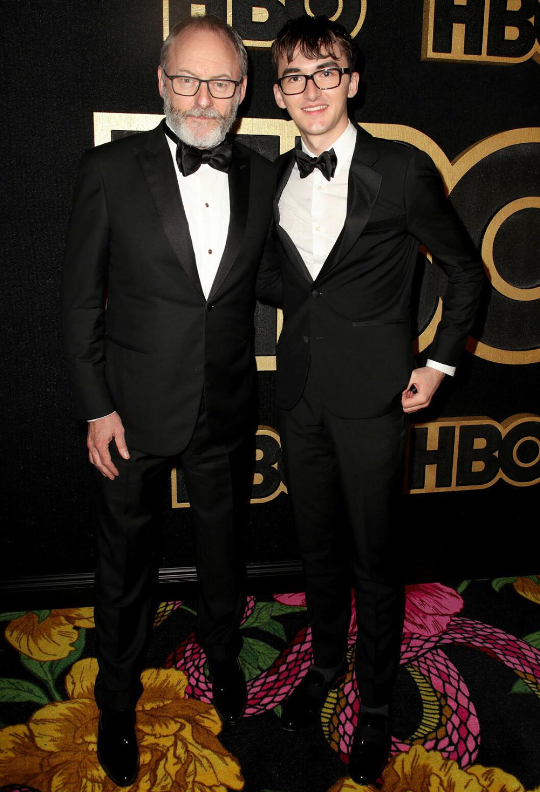 Liam Cunningham som spelar Davos Seaworth i Game of Thrones och Isaac Hempstead som spelar Bran Stark på Emmy-galan 2018.