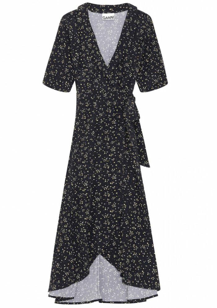 svart omlottklänning från Ganni