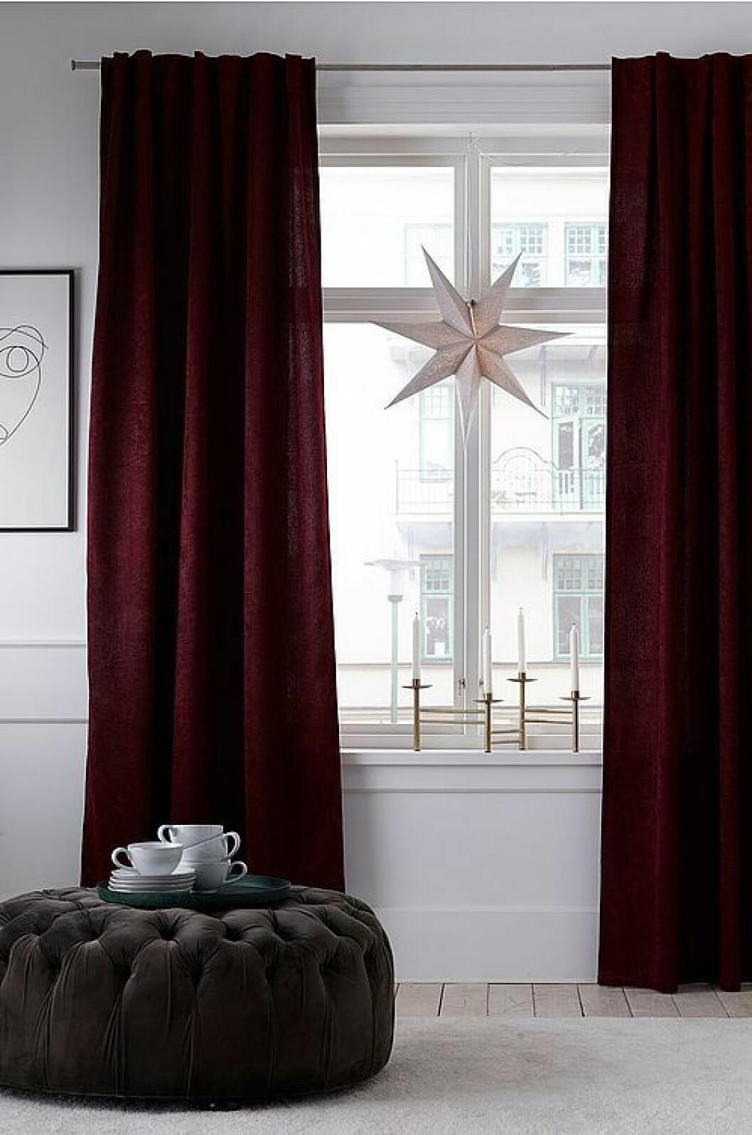 Mörkröda gardiner från Ellos