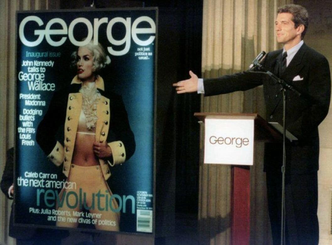John Jr visar upp första numret av George