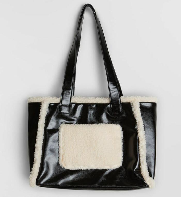 Stand Studio Lolita Shearling bag variant med fuskpäls från Gina tricot