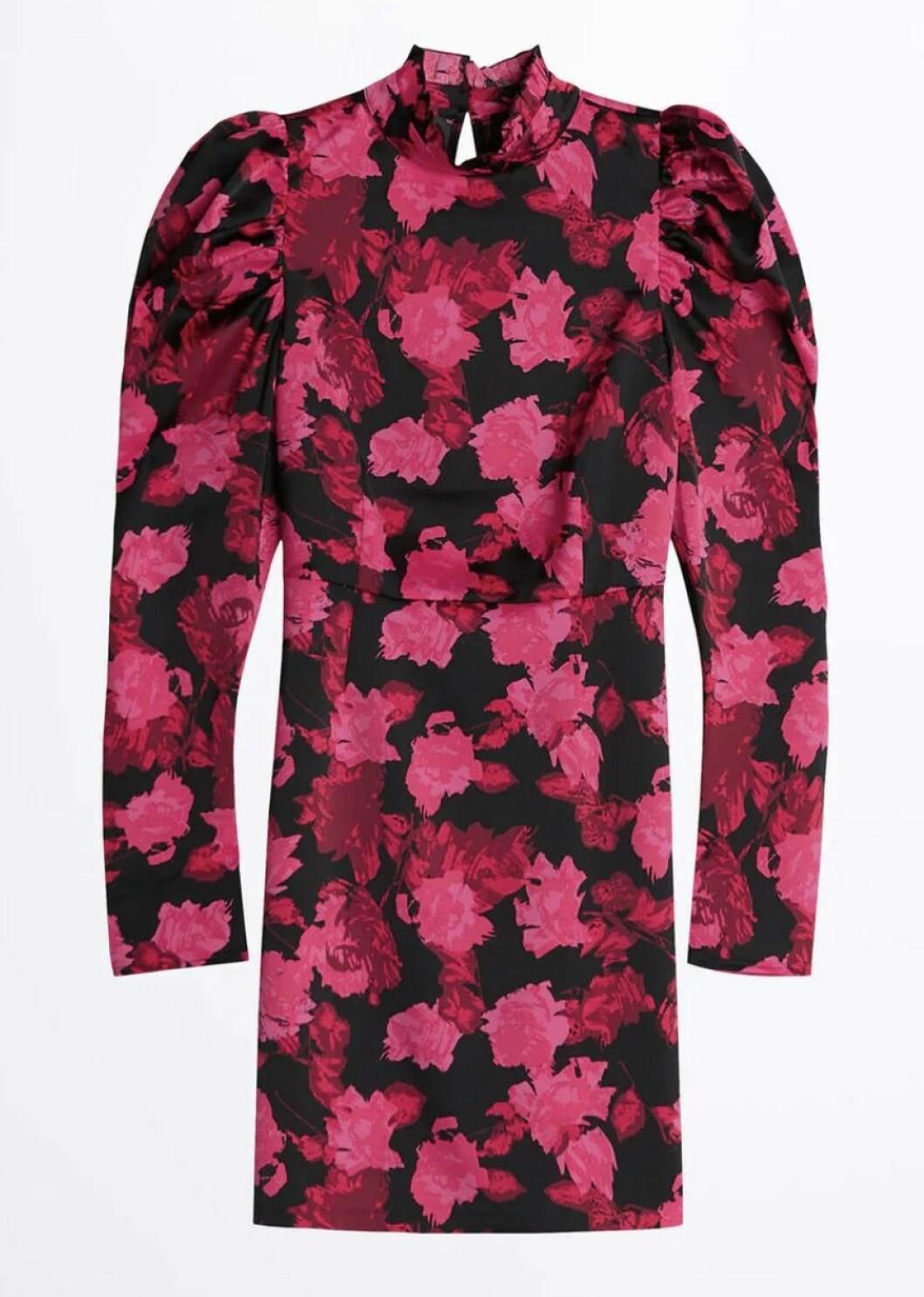 Blommig klänning med puffärm från Gina tricot