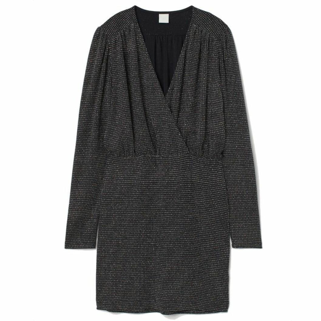 Glittrig svart klänning från H&M