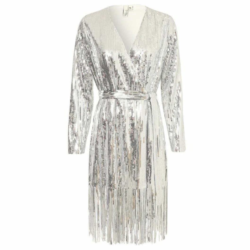 Silvrig glitterklänning med fransar