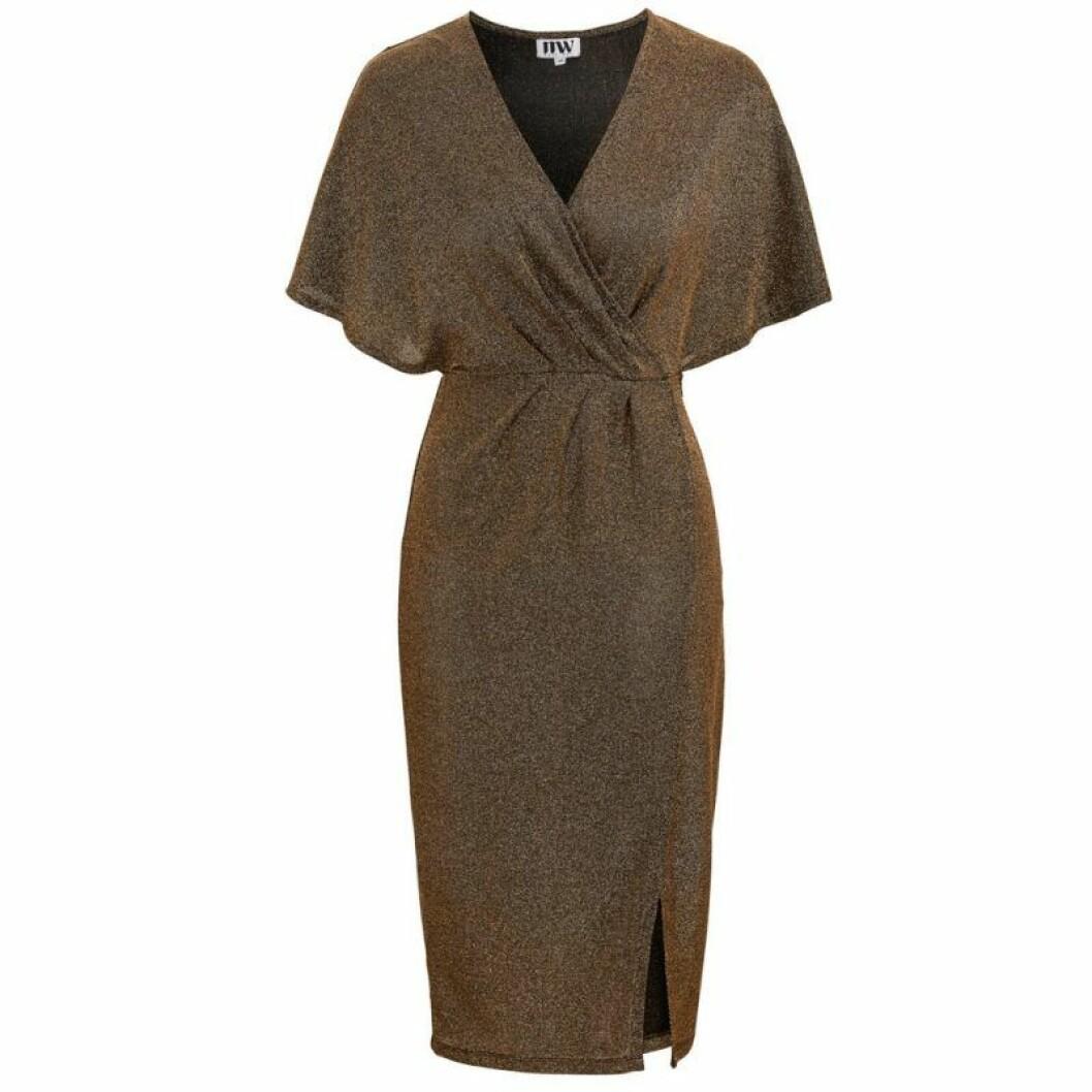 Medellång klänning i omlott med glitter
