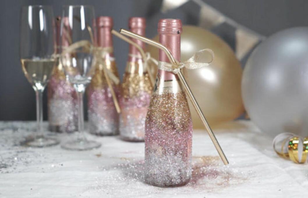 Champagneflaska med glitter på
