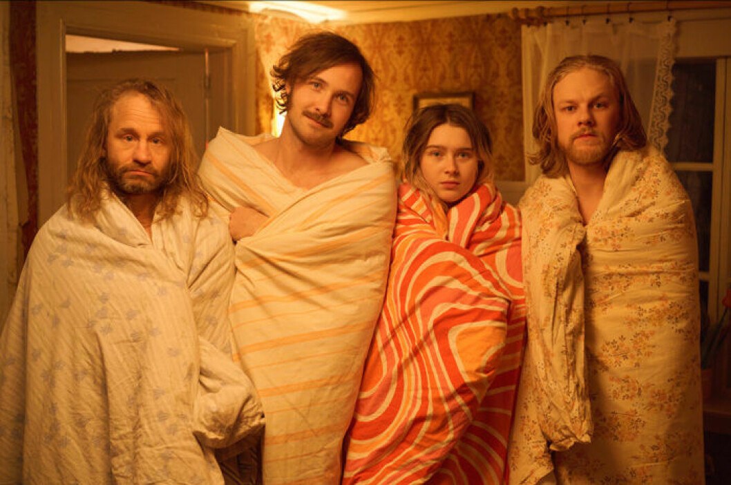 En bild på skådespelarna i tv-serien Gösta, som har premiär på HBO den 1 juli.