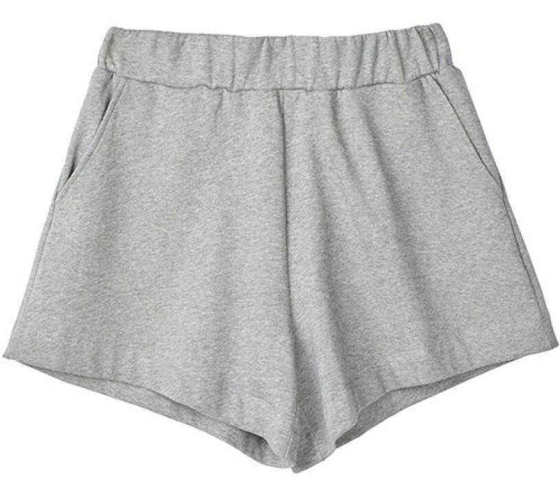 grå shorts stylein