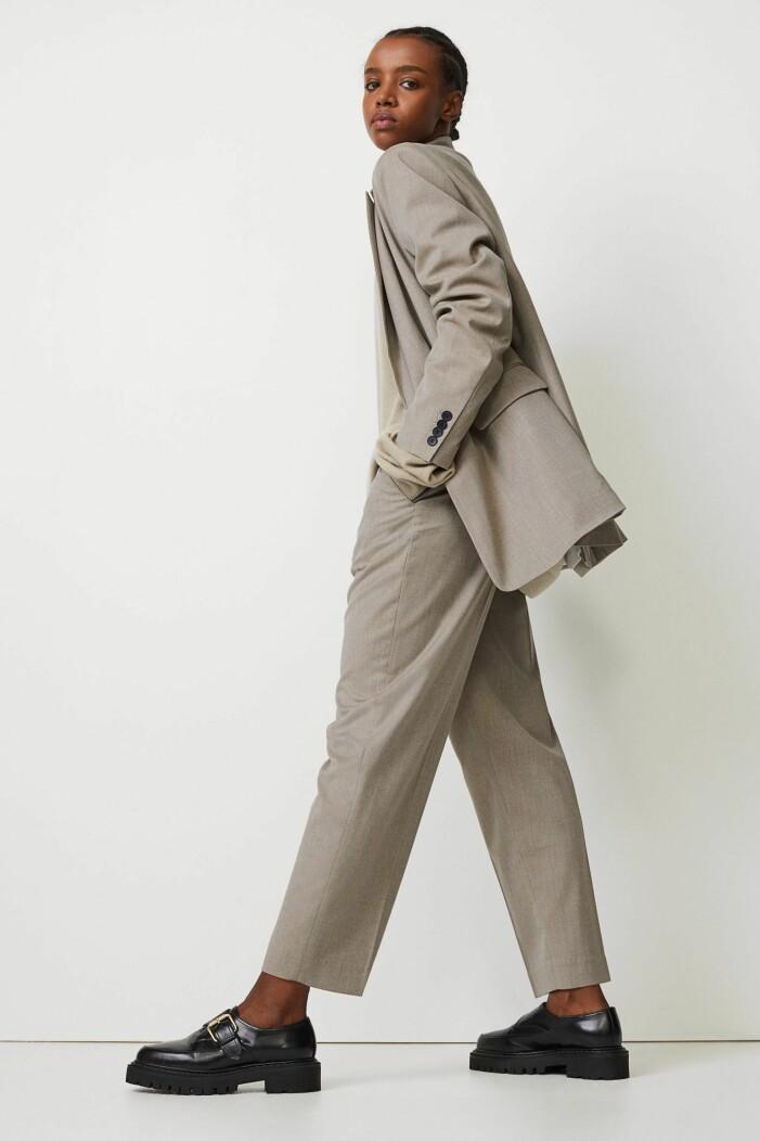 gråbeige kostymbyxor