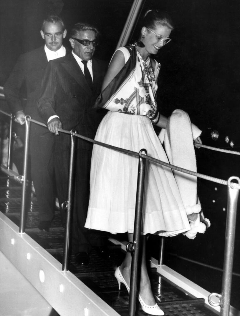 Grace Kelly med en Hermès-scarf som mitella
