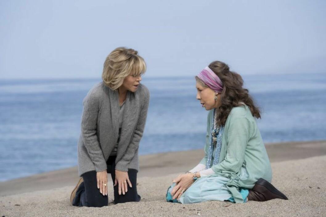 En bild på karaktärerna Grace och Frankie i tv-serien på Netflix.