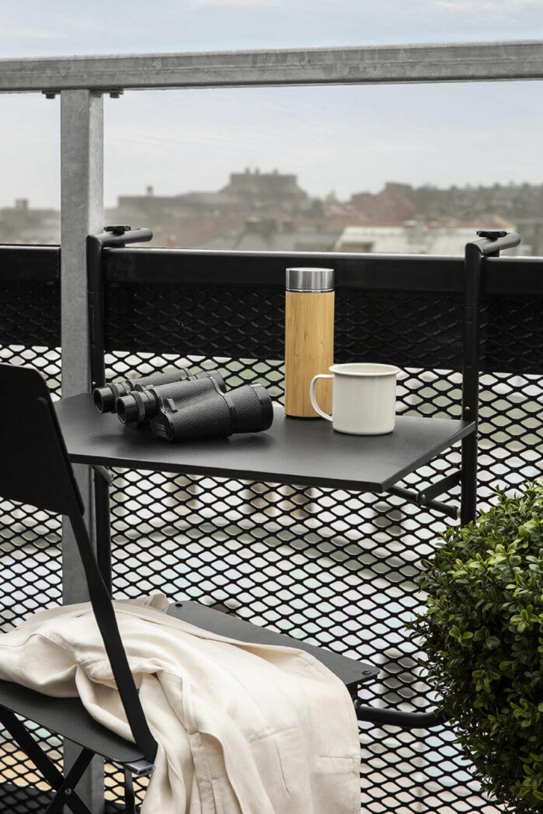 Hängbord till balkongen sommaren 2019
